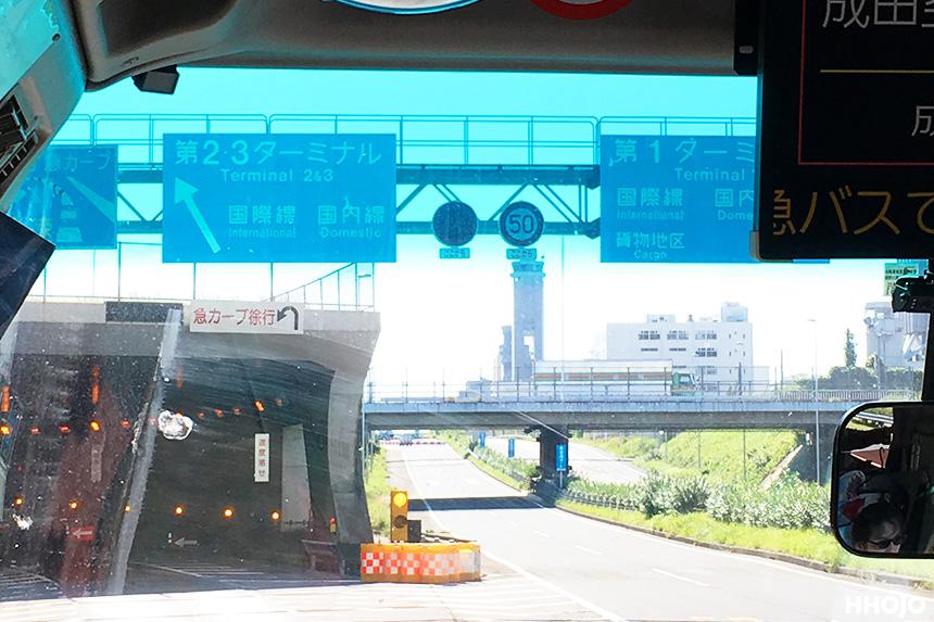 day1_成田空港看板img