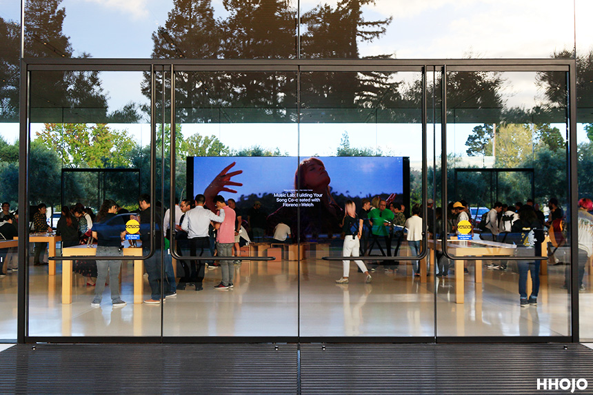 day10_apple_visitor_center_img