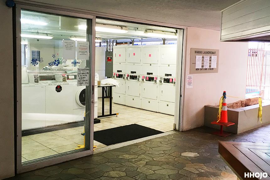 day4_waikiki_laundromat_entrance_img